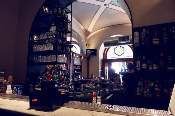 Review The Yellow Hostel Rome @minkaguides Yellow Bar back