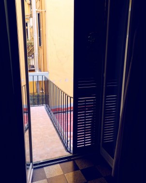 Review The Yellow Hostel Rome @minkaguides balcony
