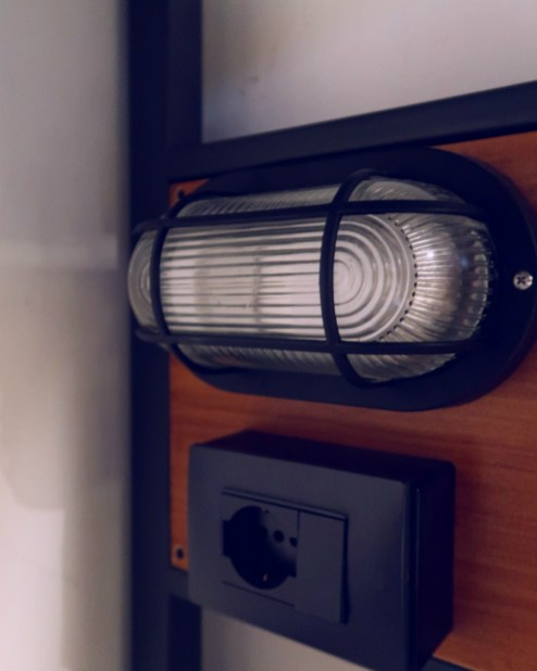 Review The Yellow Hostel Rome @minkaguides reading light
