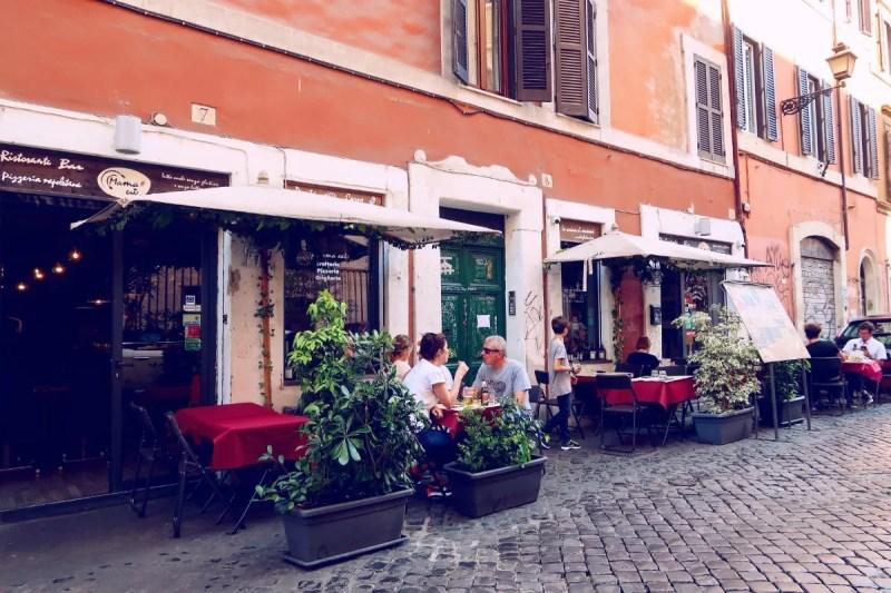Rome overtourism @minkaguides Trastevere