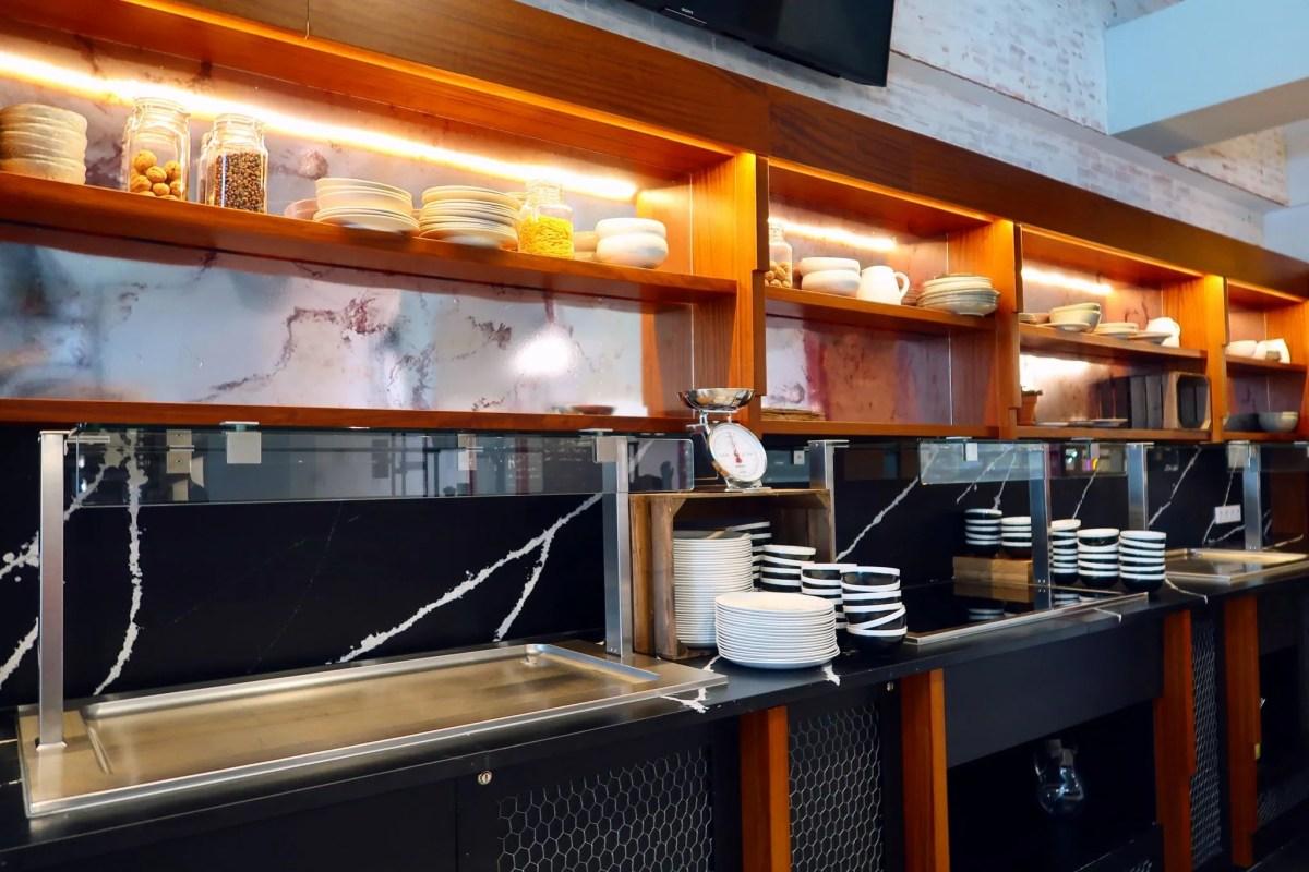 Generator Hostel Madrid @minkaguides breakfast bar