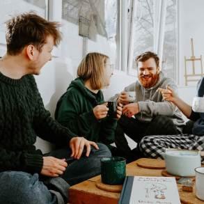 Kitchen table polyamory - share CREDIT Toa Heftiba-unsplash