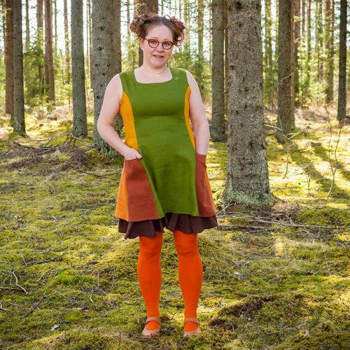 Vihreä-oranssi pellavatunika, jossa isot taskut