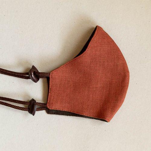 Pellavamaski stopparikiinnityksellä, ruskean sävyt