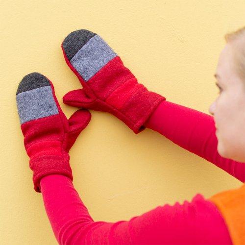 Villalapaset villakankaasta, puna-harmaaraidat, vuoritettu joten ei kutita