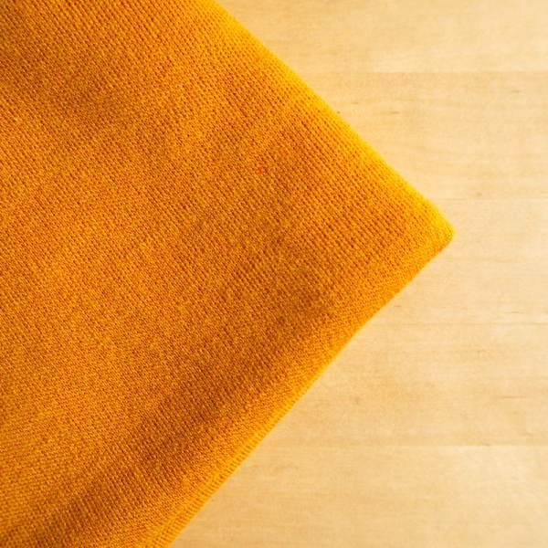 Keltainen merinovillakangas