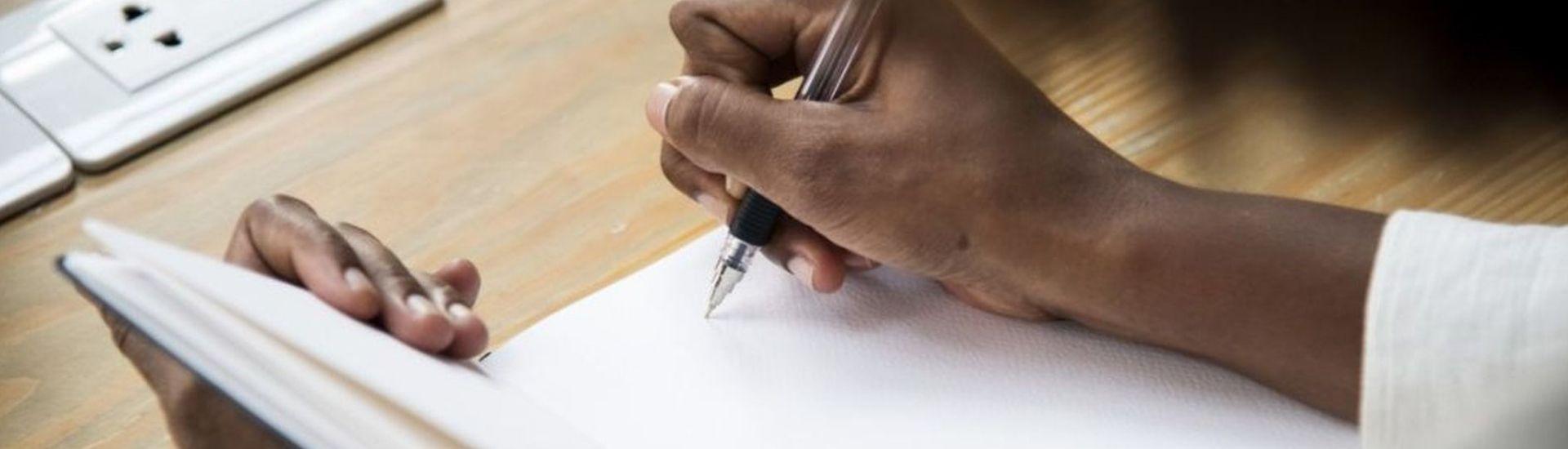 minsili-zanga-arrivee-a-l-ecriture-photo©Freepik - A titre d'illustration