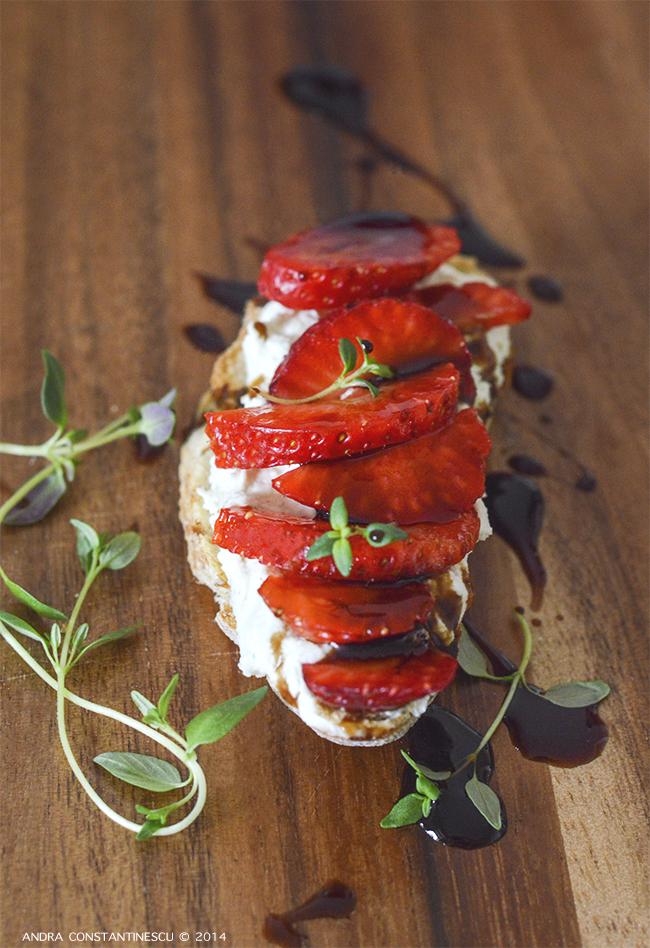 strawberry-gorgonzola-crostini