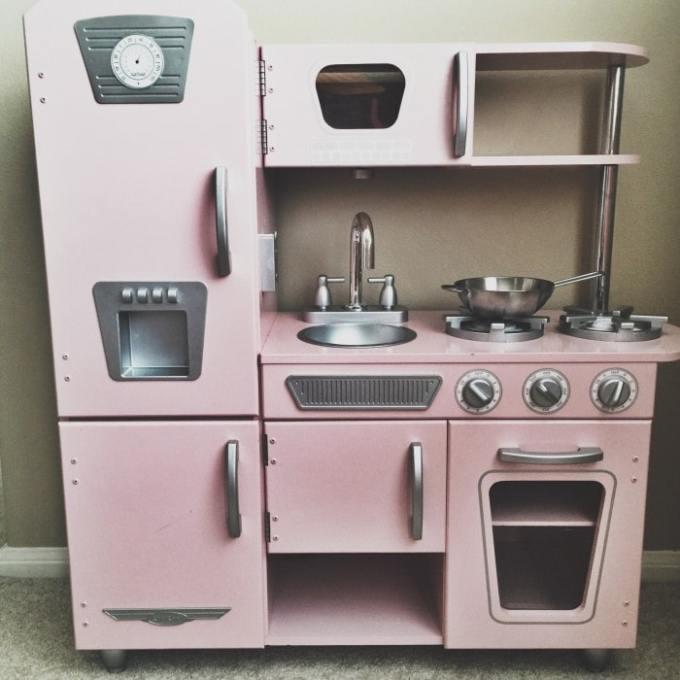 kidkraft-pink-kitchen