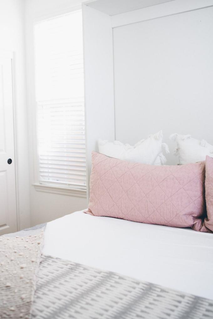 bloomingdales home bed in brown box