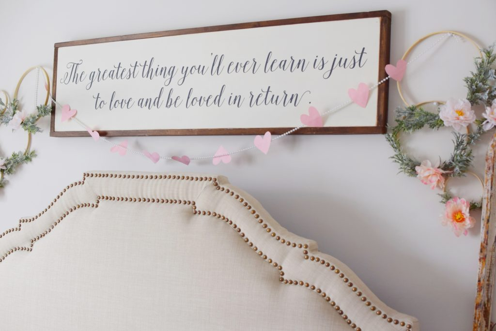 Easy DIY heart garland for Valentine's Day - Mint Candy Designs