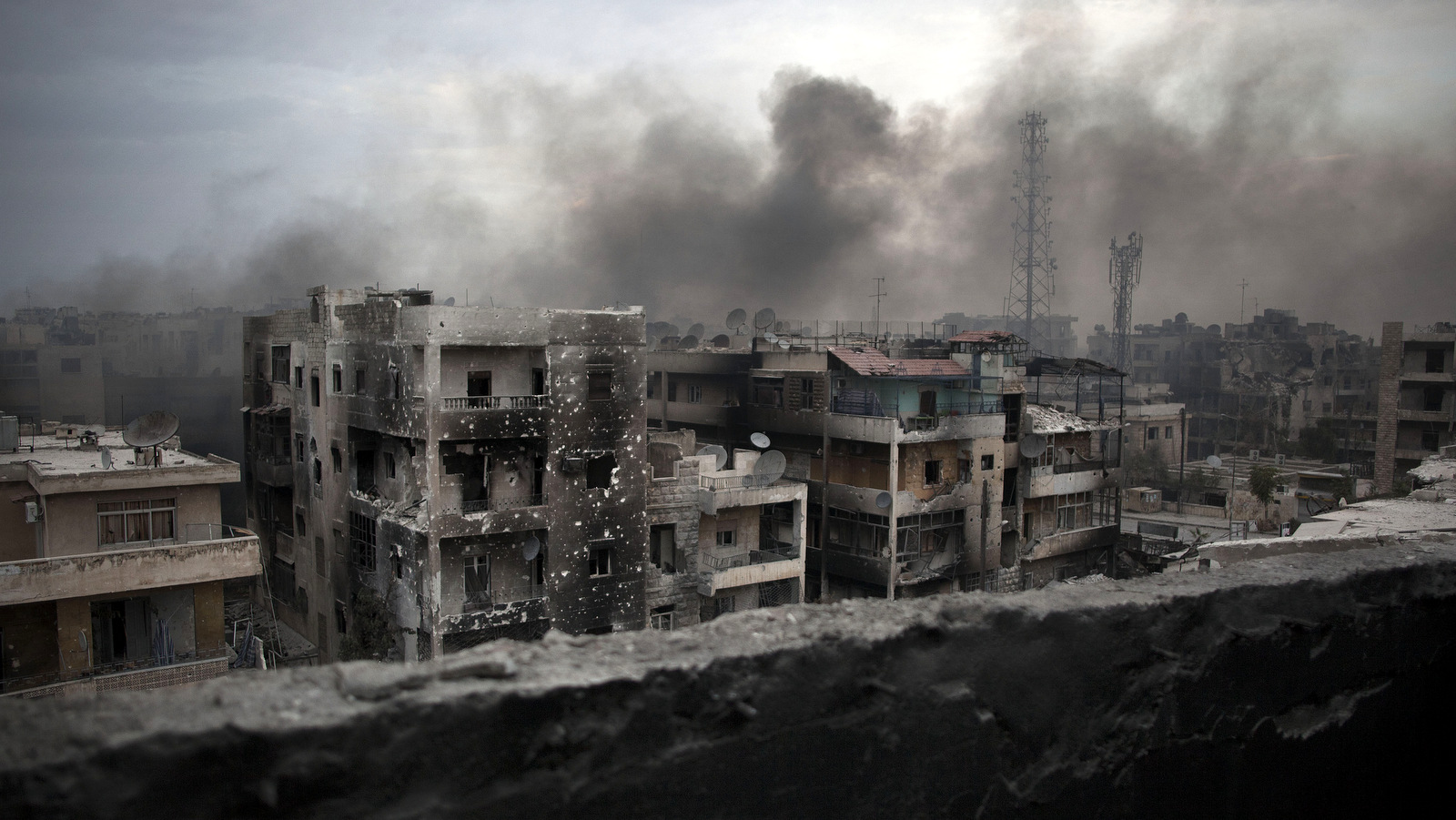 Smoke rises over Saif Al Dawla district in Aleppo, Syria, Tuesday, Oct. 2, 2012 .(AP Photo/ Manu Brabo)