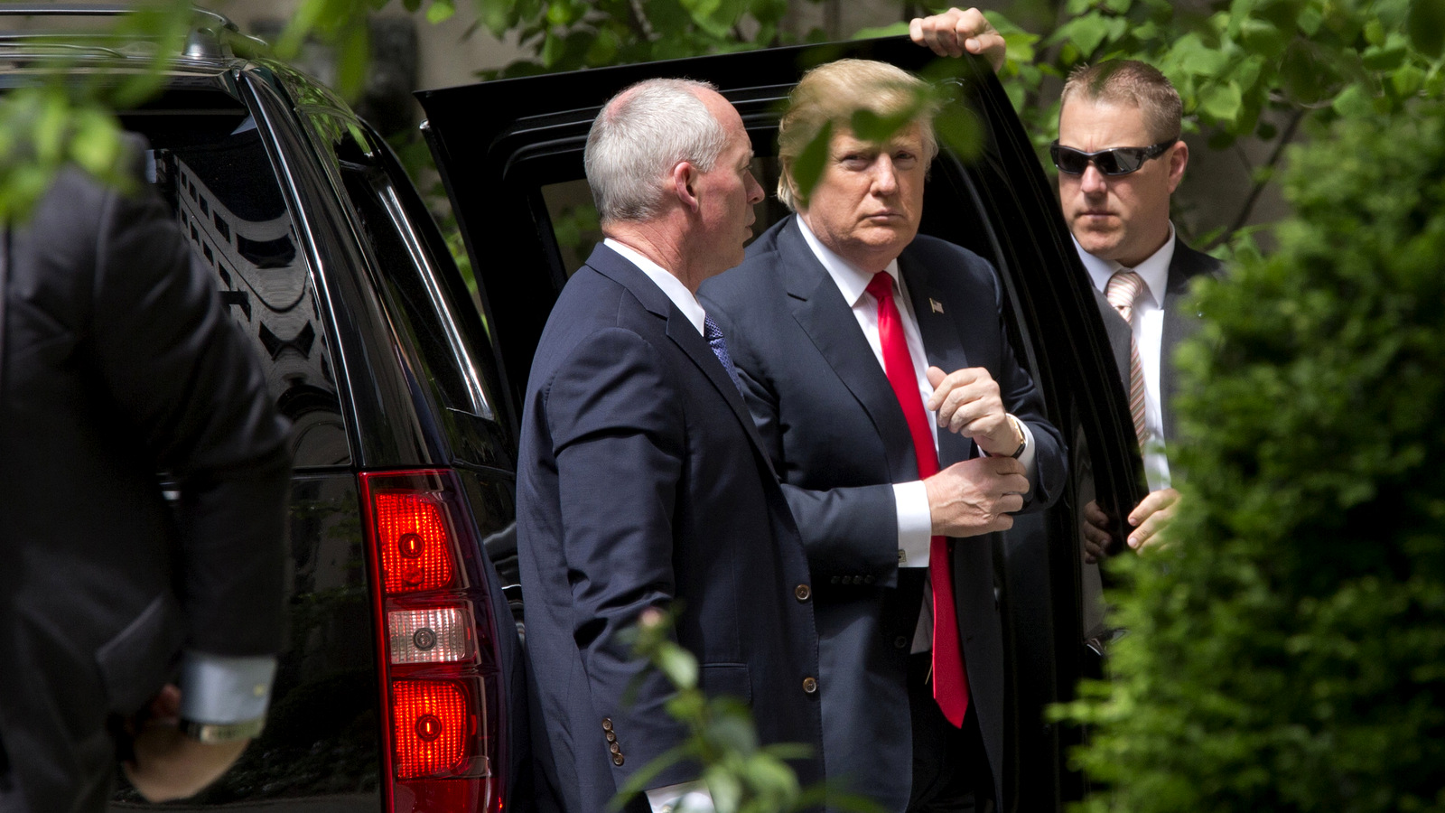 Republican presidential candidate Donald Trump arrives at the residence of former Secretary of State Henry Kissinger, Wednesday, May 18, 2016, in New York. (AP/Mary Altaffer)