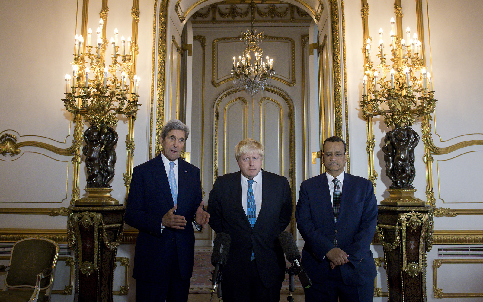 Making a joint statement on Yemen, with left - right, US Secretary of State John Kerry, British Foreign Secretary Boris Johnson and UN Special Envoy for Yemen Ismail Ould Cheikh Ahmed, at Lancaster House in London Sunday Oct. 16, 2016. (Justin Tallis/AP)