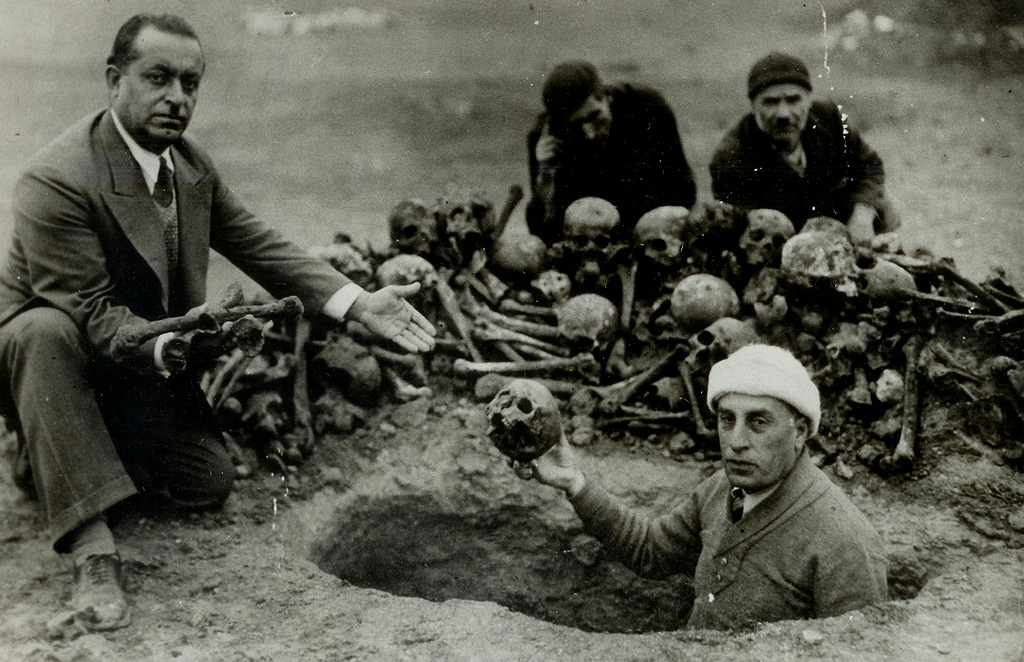 A group of men excavate the remains of victims of the Armenian genocide in modern day, Deir ez-Zor, Syria, 1938. (Photo: Armenian Genocide Museum Institute)