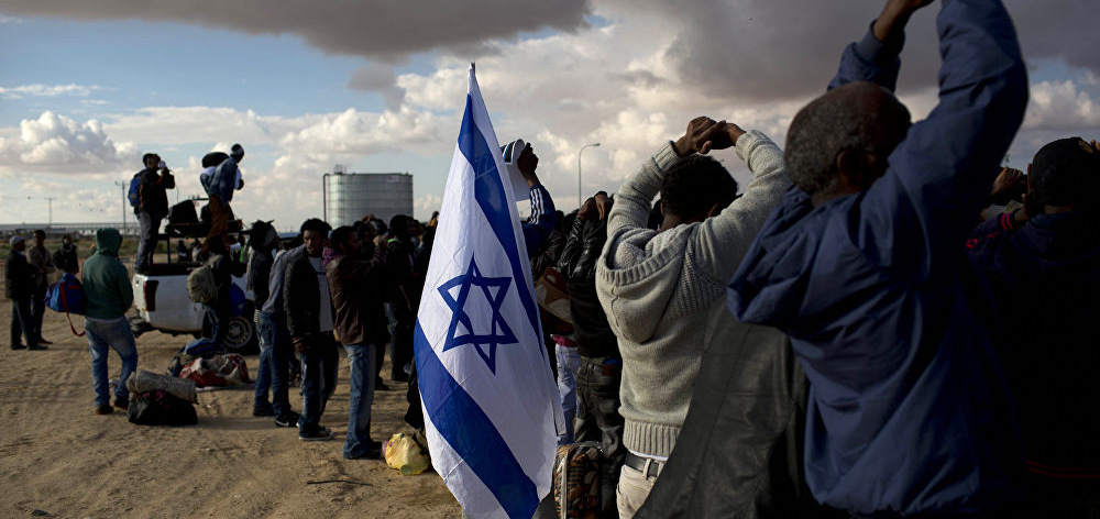 African refugees protest outside of the Holot detention center which houses thousands of African migrants, refugees and asylum seekers, near Ktsiot in the Negev Desert in southern Israel, Feb. 17, 2014.