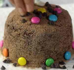 Gems and chocolate chips in cake