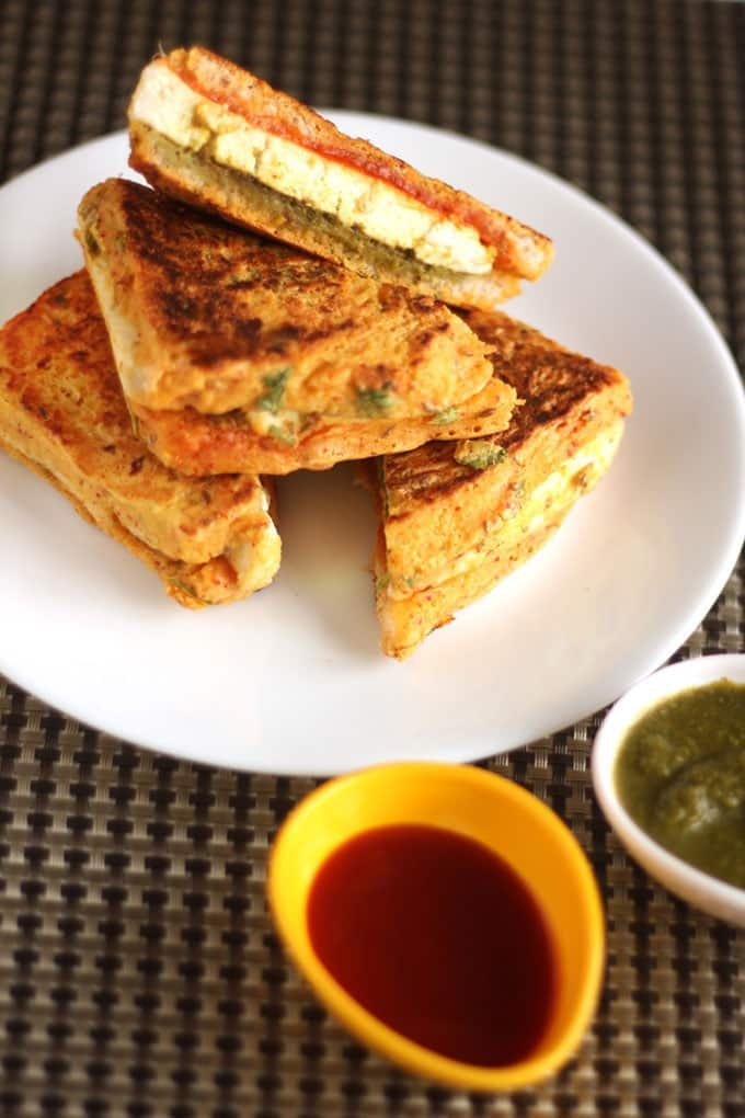 Bread Paneer Pakoda Sandwich Recipe