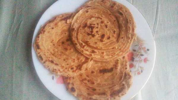 Lacch Paratha recipe | tasty and soft roti on a white flower printed plate | www.mintsrecipes.com |