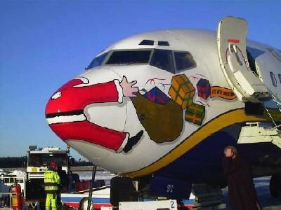 Mos Craciun pe avion