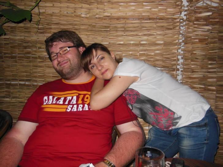In tara m-am laudat cu tricoul cu Galata. Aici alaturi de amica mea Raluca Uluiteanu, in raposatul RSS pub
