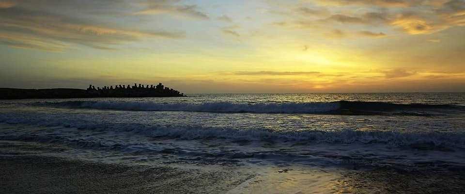 Acum cat timp ai fost ultima oara pe litoralul romanesc? Vacanta la Neptun!