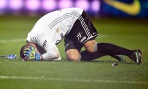 Metz-Lyon : Le match interrompu après des jets de pétards sur Anthony Lopez