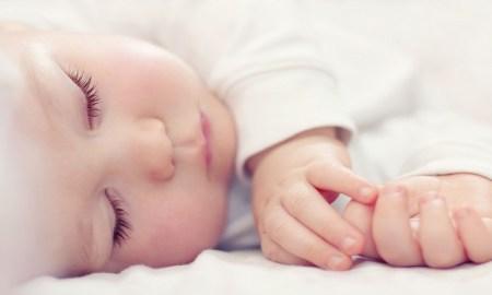 russie bébé dort