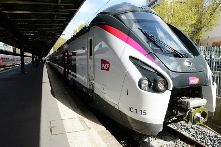 Photo d'un train Intercités de la SNCF prise le 6 avril 2017 à la gare de l'Est à Paris