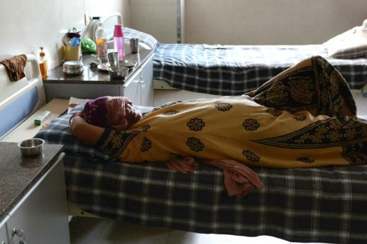 Une mère porteuse indienne. Autorisée dans certains pays (Inde, Afrique du Sud, certains États américains comme la Californie ou New York), elle est interdite en France