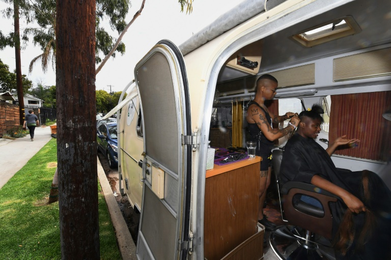Une caravane transformée en salon de coiffure mobile, Project Q, dans le quartier de Silver Lake, le 15 avril 2018 à Los Angeles