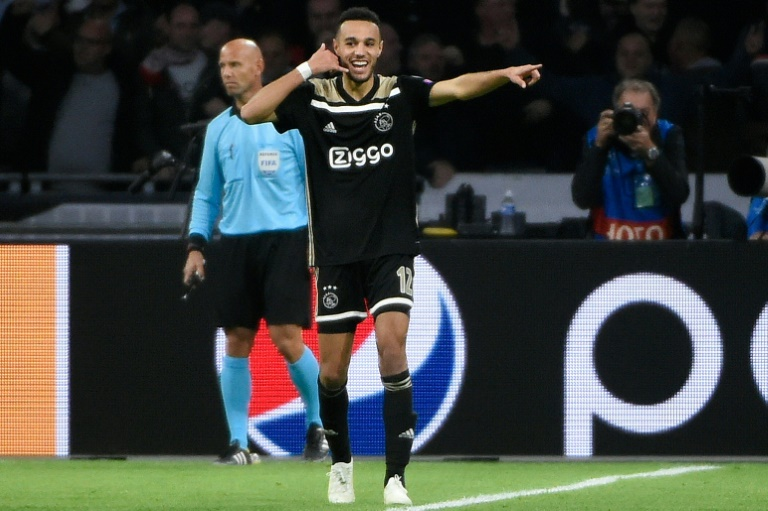 Le défenseur marocain de l'Ajax Noussair Mazraoui vient de marquer l'unique but du match dans le temps additionnel contre Benfica en Ligue des champions, le 23 octobre 2018 à Amsterdam