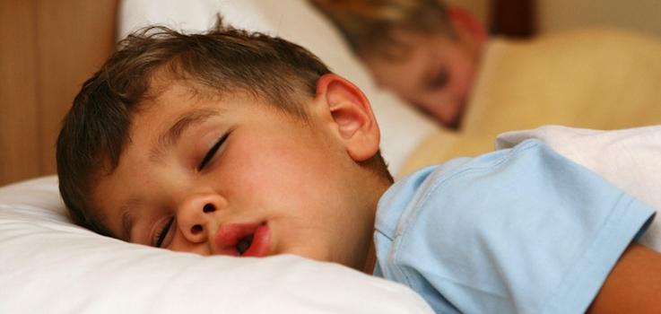El niño que respira mal mientras duerme