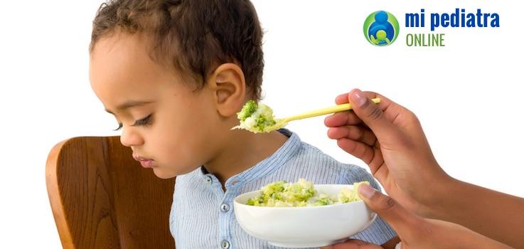 ¿Por qué mi niño se vuelve selectivo con la comida con un año y poco?