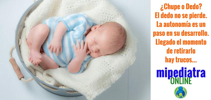 Qué es mejor, que un bebé se chupe un dedo o que use el chupe?