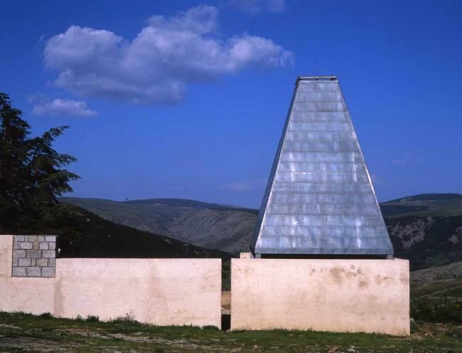 Ampliación de cementerio de Santa María de la Alameda - MTM arquitectos