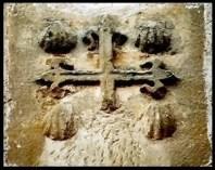 Cruz de Santiago en la puerta de la iglesia de Salmerón