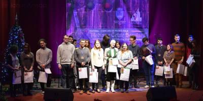 Concurenti din noua orase participa la festivalul de folk