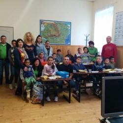 """Campania """"O uniforma si ghetute pentru fiecare scolar din Zlagna"""""""