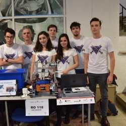Medieseni participanti la Robotics Demo