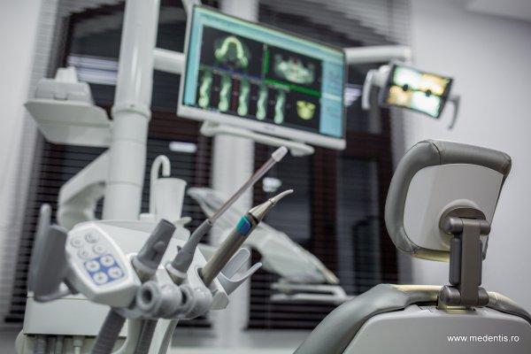 Castiga o consultatie si o investigatie 3D la Clinica Medentis