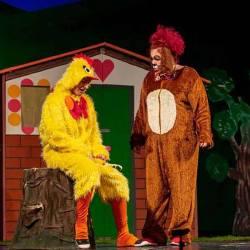 """,,Vestitul Peticila"""", teatru pentru copii"""