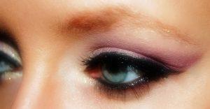 Jak najít perfektní a nejlepší oční stíny pro vaši barvu očí.