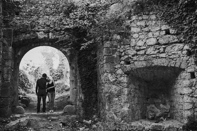 samobor old town engagement session mirela bauer photography hug in black and white