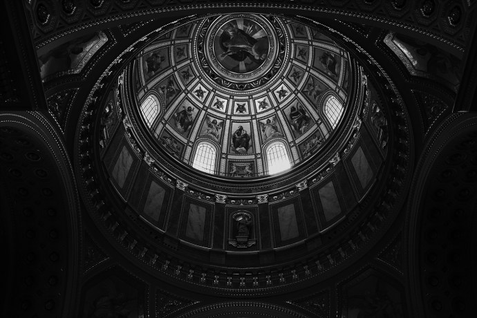 image shows budapest st. stephens basilica inside mirela bauer photo