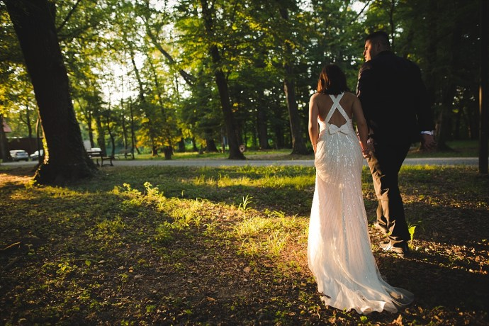 mirela bauer photography touch of love novi dvori wedding session walking away