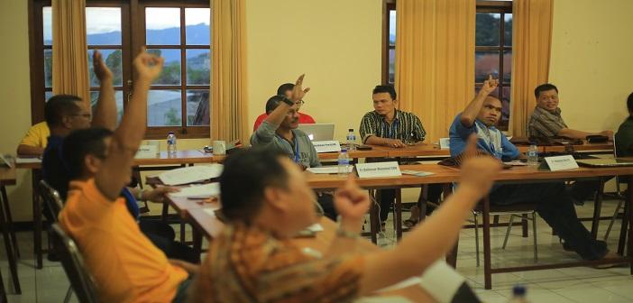 Peserta rapat tahunan Signis Indonesia terlibat aktif selama sidang berlangsung.
