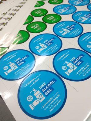 adesivo covid 19 , adesivo prevenção , adesivo impressão digital , miroarte, stickers, etiqueta,