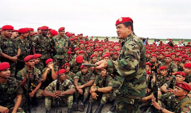 Former president of Venezuela, Hugo Chávez with the National Armed Forces. Credits: Archives
