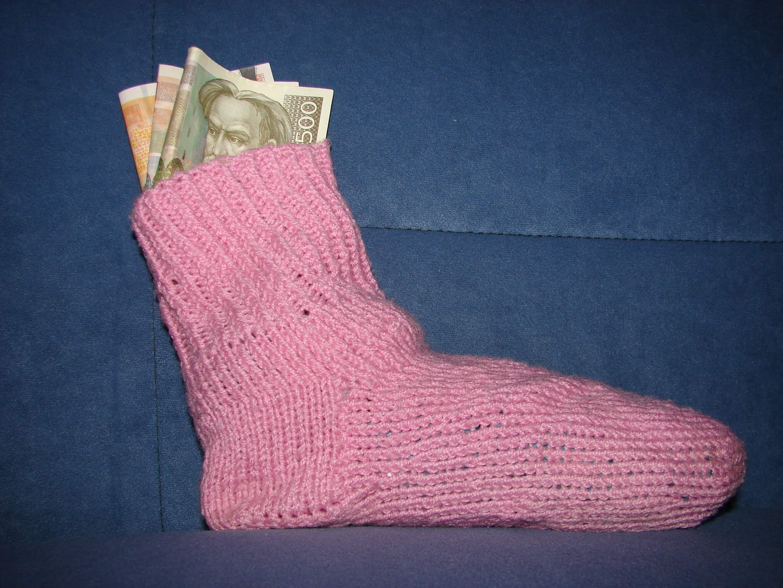 Štednja za crne dane: Treći stup, životno osiguranje ili – čarapa?